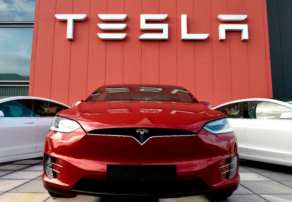 Chanos:still 'maximum short' Tesla even with drop in last month